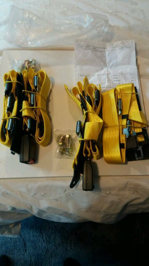 Car 4 point harness in yellow