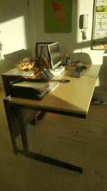 FREE : 2 office desks 160 x 80cm