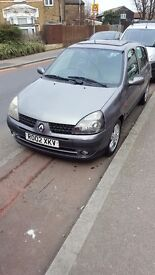 Renault clio 1.4 automatic in good condition. Mot 19-05-2017. Roofwindow.