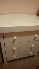 Changing unit chest of drawers