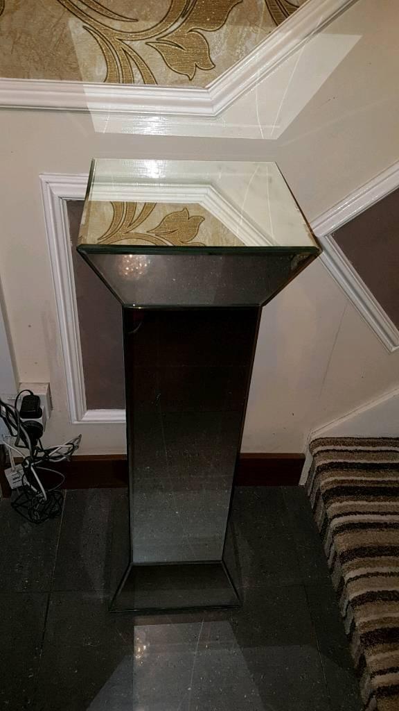 Glass mirrored pillar
