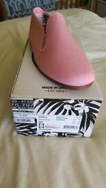 Pink Flossys size 4