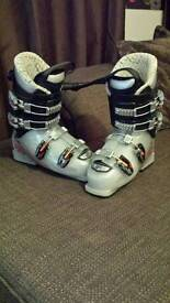 Junior ski boots size 4.5
