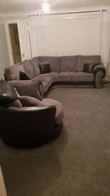 Polmont 2 bed flat . Ground floor. Front and back garden.