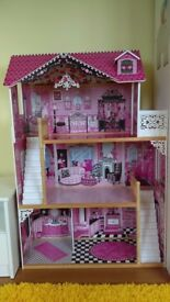 Large dolls/barbie house