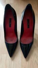 Carolina Herrera black patent stiletto heels / shoes. Size 4.5 / 37