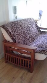 Good quality sofa bed with a small defect you need to put a piece of wood under the matress