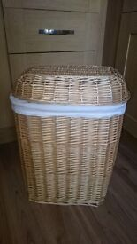 Wicker Linen Laundry Clothes Storage Basket with Lid & Lining