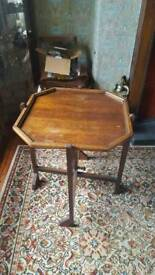Occasional table/fire screen