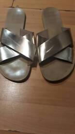 Gold sandels size5/6