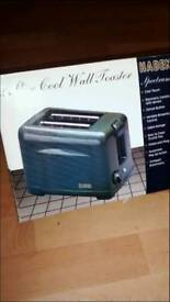 07396079886 BRAND NEW TOASTER NEVER USED