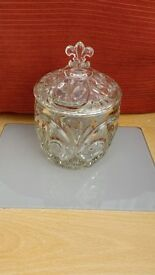 Glass pot with lid