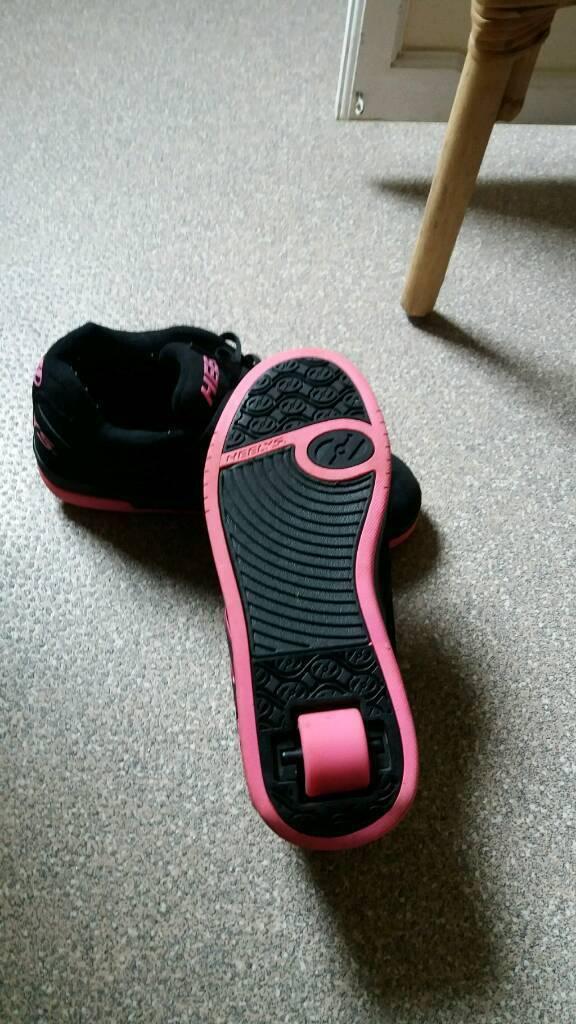 Girl's Heeleys size 6