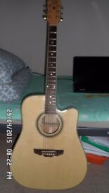 A GOOD CONDITION ACOUSTIC GUITAR TO SELL