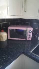 Swan Retro Microwave 800w Pink. BRAND NEW WITH BOX