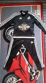 Childrens Swansea City Tracksuit Age 5-6 Years