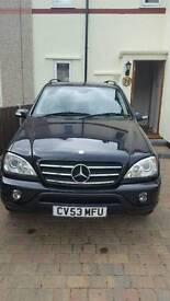 Mercedes-Benz estate black 2.7