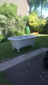 Victorian Style Bathtub - White plastic/polymer (very solid) - large on decorative legs