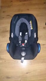 Maxi Cosi Cabriofix and Maxi Cosi Easyfix base