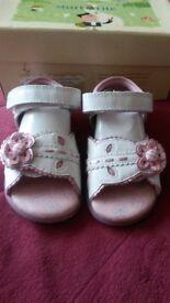 Start rite girls sandals size 4f immaculate