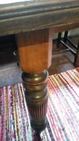 BEAUTIFUL UNRESTORED ANTIQUE EXTENDING DINING TABLE COMPLETE WITH WINDING HANDLE AND CASTORS