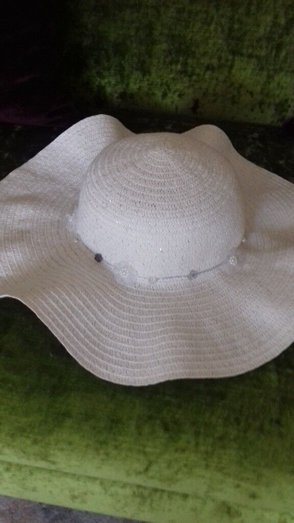 Girl's Monsoon hat in white. Bought for a wedding and worn only once. Perfect condition.