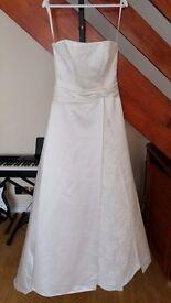 Beautiful brand new wedding dress size 12