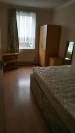 Large room in Borehamwood WD6 2sr for rent