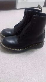 Dr Martens 1460 womens boots size 4 worn ywice