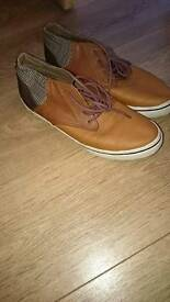 Mens size 9 casual shoes