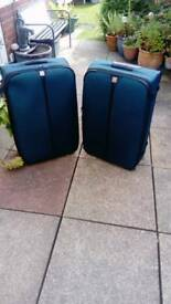 Lightweight large suitcases