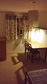 nice and cosy room 12min walk to ASDA/Shopping Centre