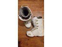 UK Size 7.0 ThirtyTwo Lashed Snowboard Boots Womens
