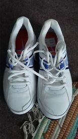 Ladies Nike Trainers size 5. (new)