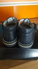 Infant shoes size 4