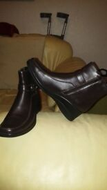 womans brown leather ankle boots.