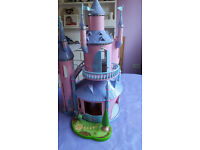 Lovely play castle, opens up with small attachable garden, good condition, buyer collects