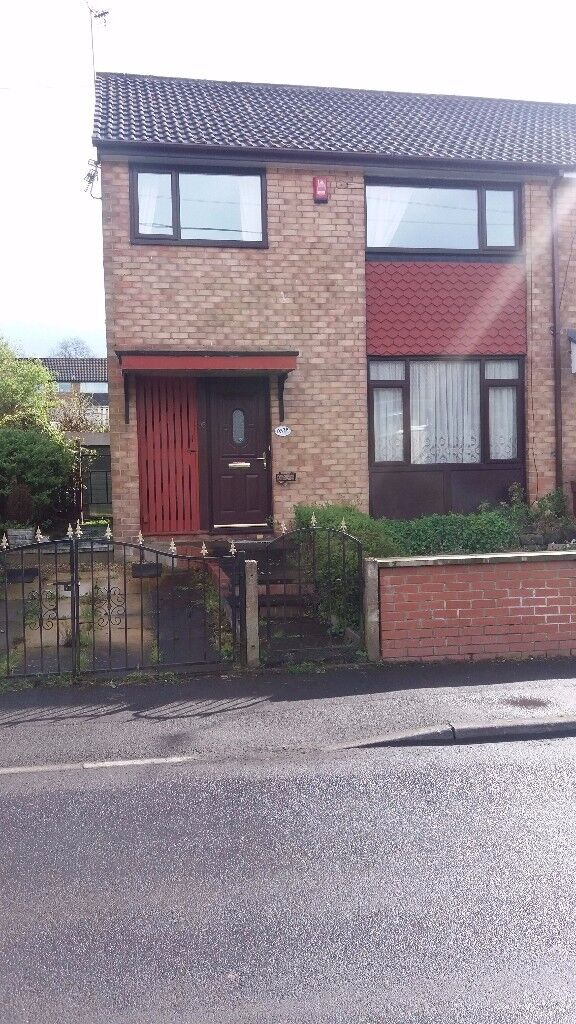 3 Bedroomed Semi detached property to rent in Middleton