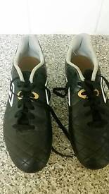 Size 8 football boots (umbro)