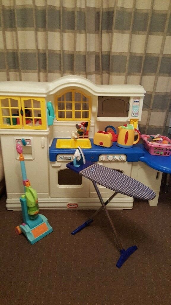 Childrens play / toy Kitchen and accessories. Good