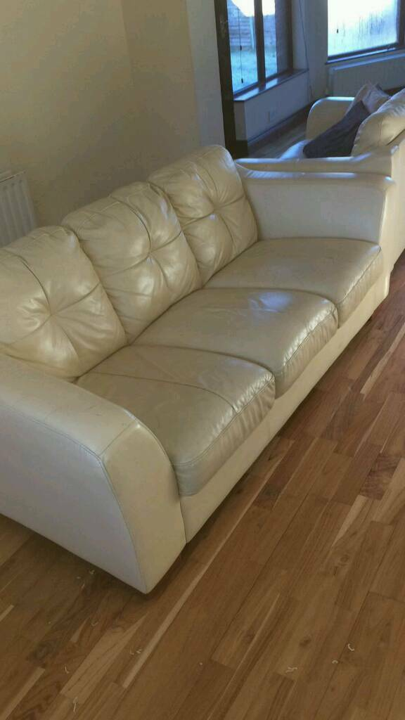 Very nice 3+2 seater sofa in cream leather £250 delivered