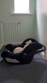 2 mother care Newborn baby car seat emaculate condition