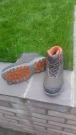 Quechua size 6 walking boots