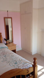 Furnished double room, town centre, bills included, private garden