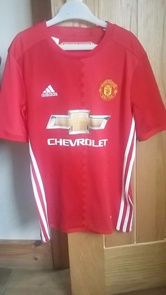 Kids Manchester United top