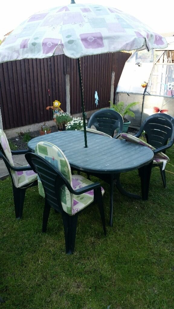 patio setin Denton, ManchesterGumtree - green patio set with custions and parasol £ 55