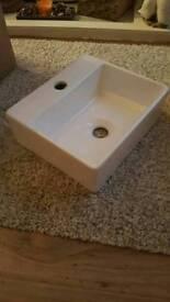 Small vanity sink