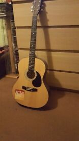 Acoustic Gitar with tuner!!! Great condition!!!