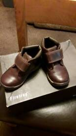 Warn twice TIMBERLAND BOOTS.. boys age 2-3 size 7..