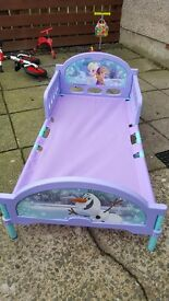 Toddle bed - frozen - excellent condition mattress available in excellent condition too